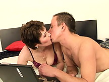 Old chick fuckd by young lover